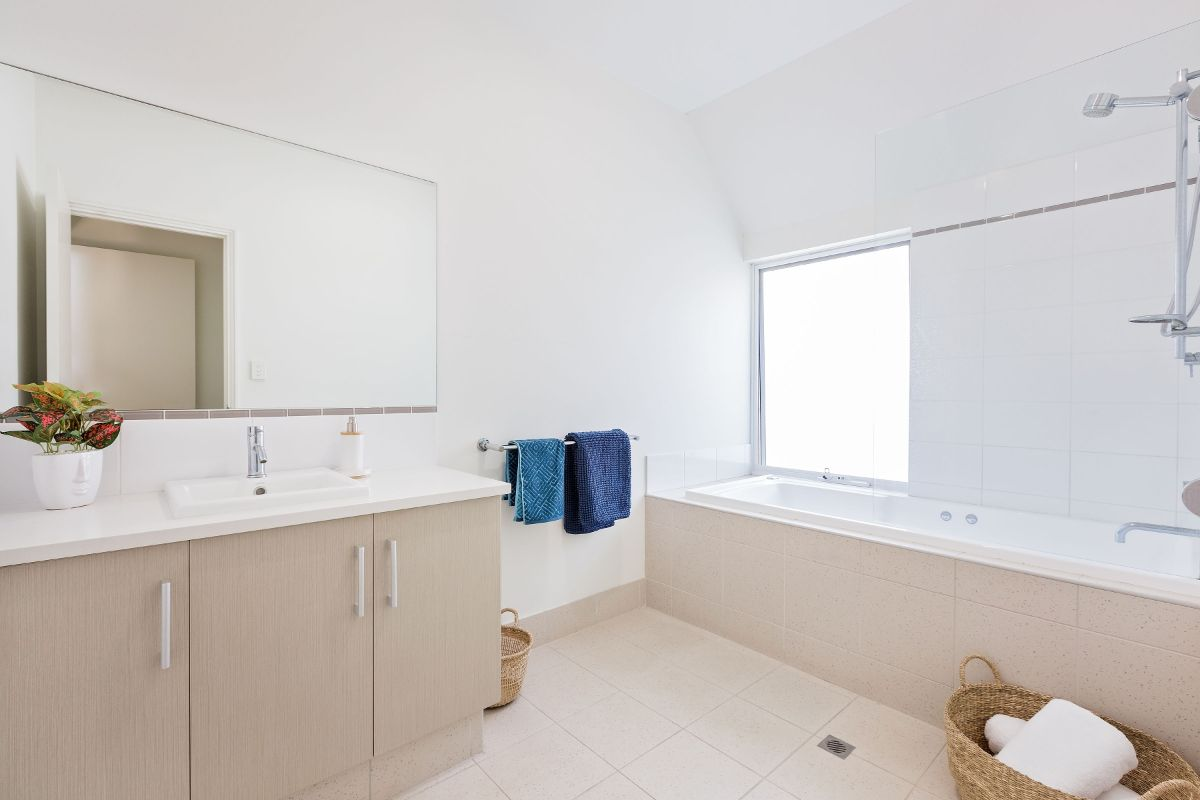 Upstairs ensuite bathroom, all towels & soaps supplied. ON THE BEACH - Villa over the road from the beach.